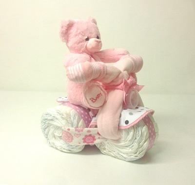 Blöjtårta-blöjmotorcykel-flicka