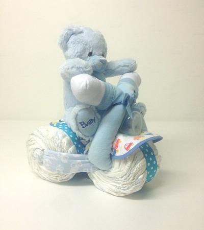 blå-blöjmotorcykel-blöjtårta-pojke