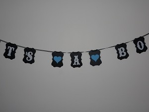 svart girlang it's a boy - passande dekoration till babyshower.
