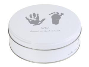 handavtryck och fotavtryck i lera och gips för barn och bebis present till baby shower och dop.