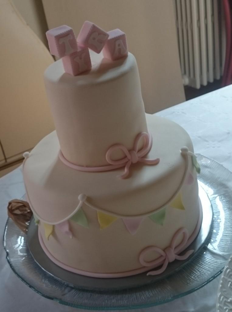 baby shower tårta, dop tårta med två våningar