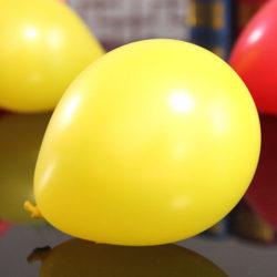 Gula ballonger i naturlatex för dekoration till fest och kalas