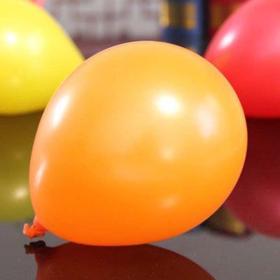 orange ballonger för dekoration till babyshower, fest och kalas. kombinera en orange ballong med ballonger i andra färger tex svart eller vit för bästa effekt.