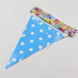 blå polka dot flaggirlang dekoration till babyshower och dopfest