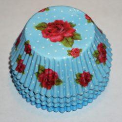 muffinsformar ljusblå med rosor och vita prickar